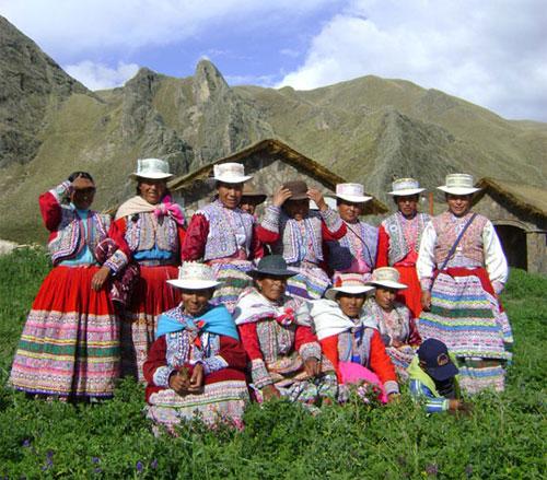 Mujeres con trajes tipicos del Colca